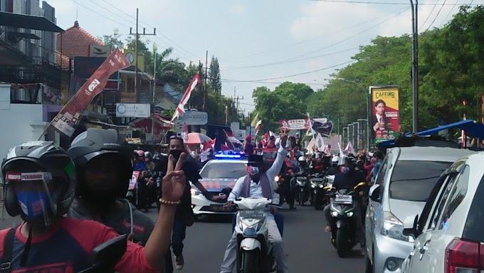 Tidak Hanya Di Bibir Pendukung Independen Faida - Vian  Antar Padati Gedung KPU.