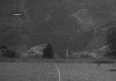 Vermutlich Chiemgau mit Blick Richtung Alpen - 1920-1940 - Detail mit unbekannter Kirche
