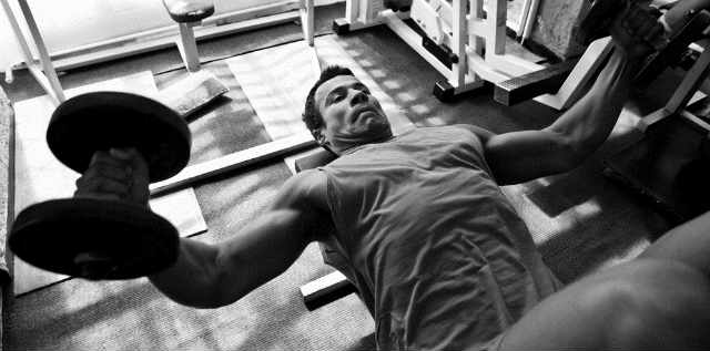 Train Like Arnold – A Superset Workout Routine for Bodybuilders