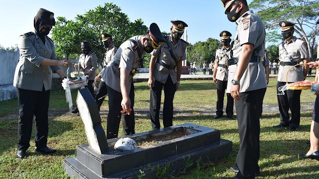 Kapolres Inhu Pimpin Ziarah ke Makam Pahlawan dalam rangka Hari Bhayangkara ke-75