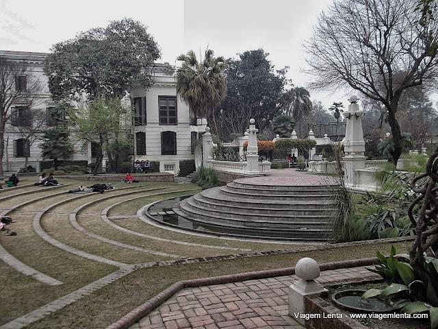 """Cochilos no anfiteatro do """"Garden of Dreams"""""""
