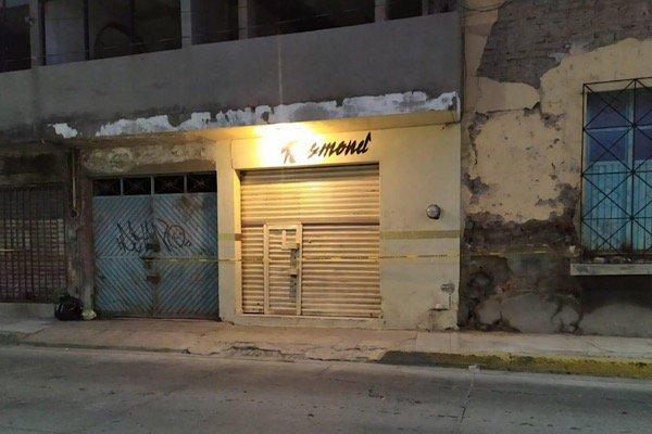 Ejecutan a 5 en bar y hallan a ejecutado, en Salamanca, Guanajuato