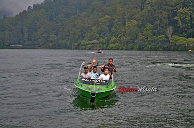 Speed Boat Telaga Sarangan Magetan Jawa Timur