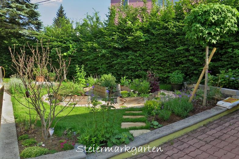 Kräutergarten-von-Seite-Steiermarkgarten