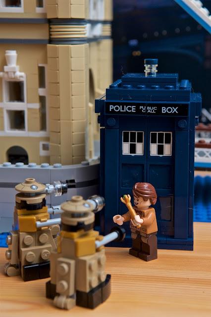 Doctor Who - Lego - Dalek Lego 21304 - TARDIS