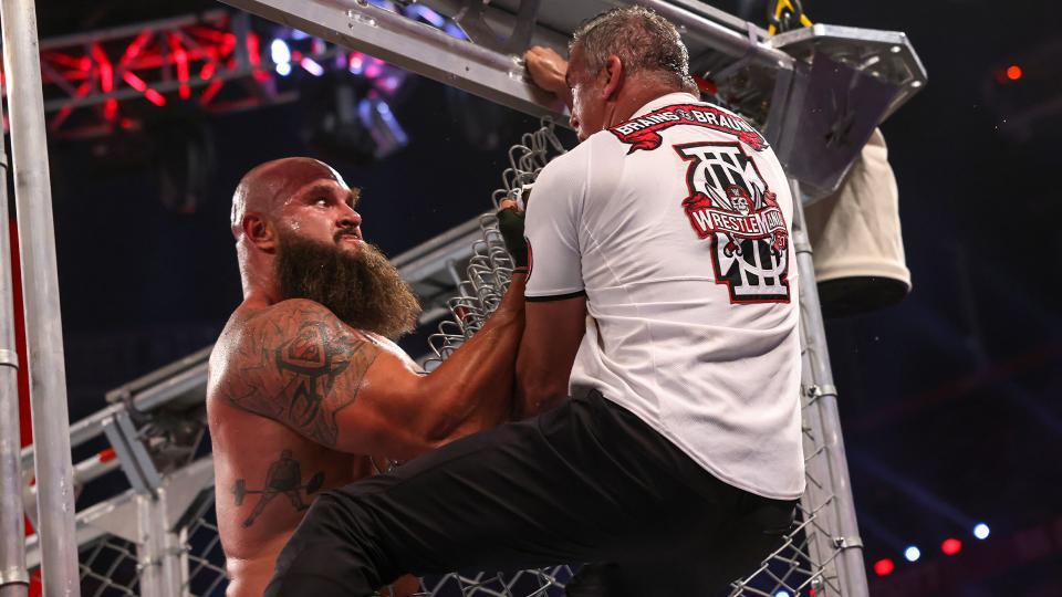 Braun Strowman destrói Shane McMahon em brutal Steel Cage Match