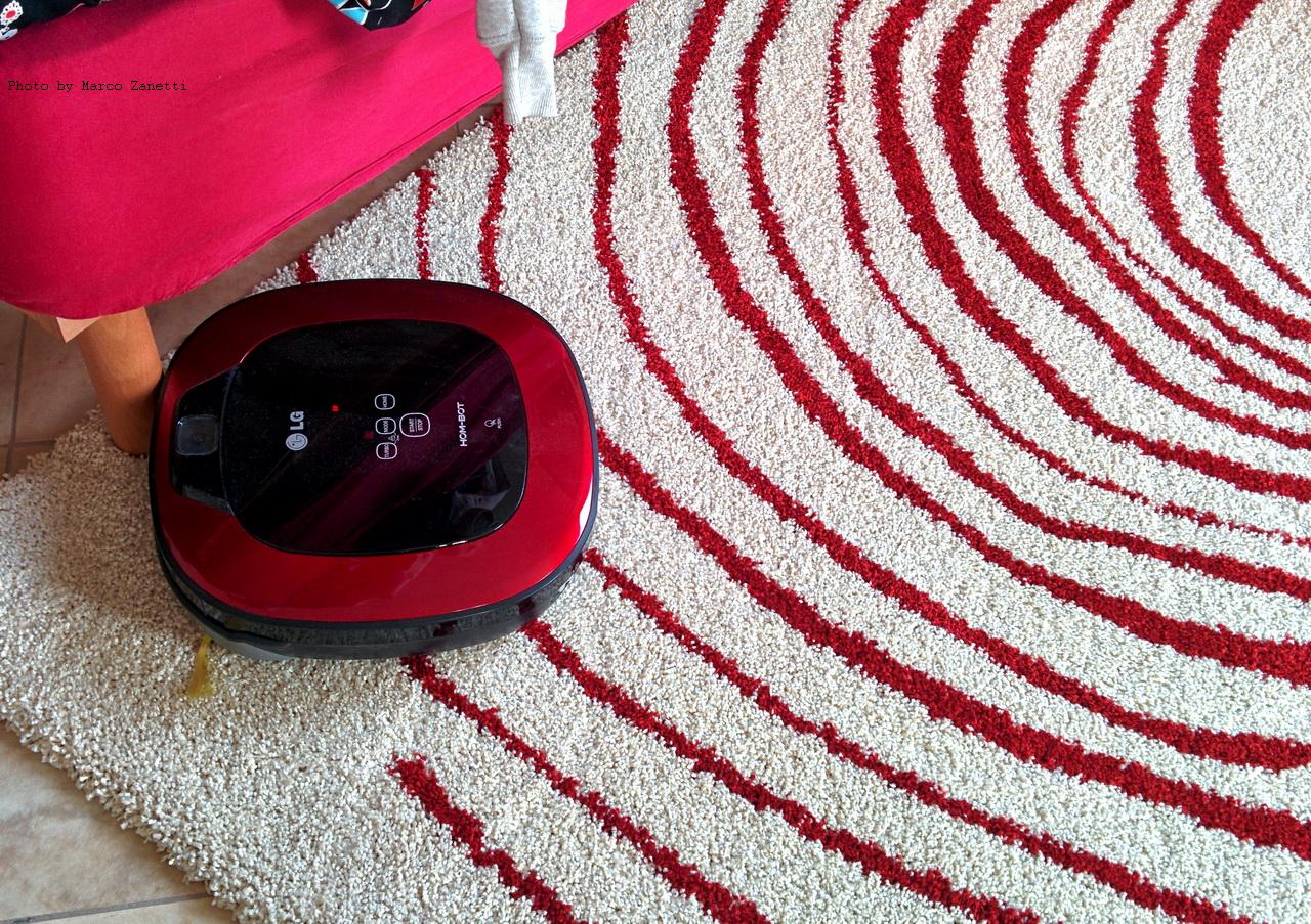 LG Hom-Bot Square 3.0 e tappeto IKEA Eivor Cirkel