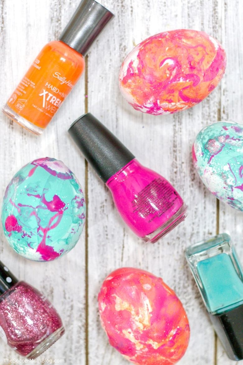 Easter egg decorating ideas - marble easter eggs with nail polish