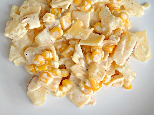 Szybka sałatka w 15 min - ser, szynka, ananas i kukurydza