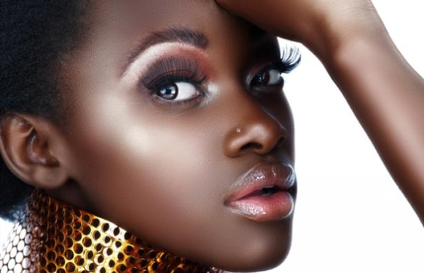 15 Dicas de Pele e Maquiagem para Negras