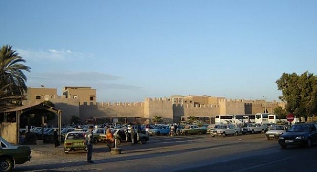السلطات المحلية والاجهزة الامنية بتارودانت مطالبة بحماية المسافرين من جشع الكورتية بما يسمى محطة باب الزركان
