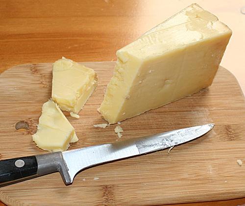 Domowy ser cheddar