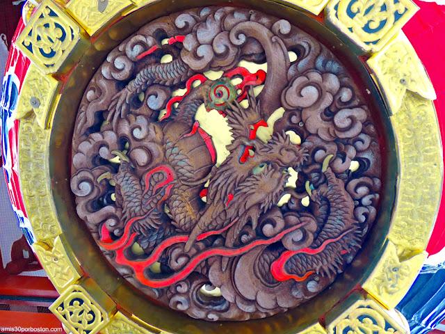 Dragón Tallado de Madera en la Puerta Kaminarimon