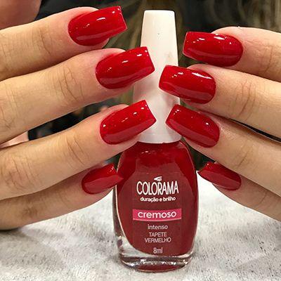 unhas com esmalte vermelho da colorama tapete vermelho