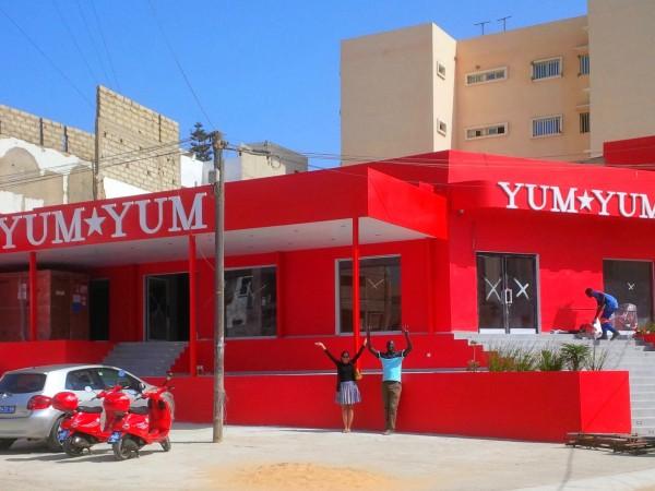 Yum Yum, le temple de la pizza : Restaurant, Yum Yum, menu, plat, repas, déjeuner, pizza, sandwichs, hamburgers, pattes, snacks, buffet, pâtisserie, gastronomie, brochettes, poulet, grillades, viande, cuisine, LEUKSENEGAL, Dakar, Sénégal, Afrique