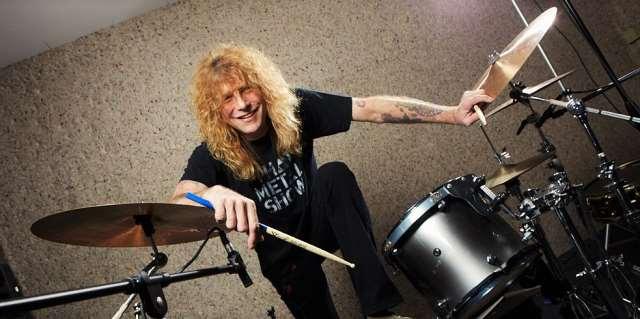 Αυτομαχαιρώθηκε ο πρώην ντράμερ των Guns N' Roses, Steven Adler