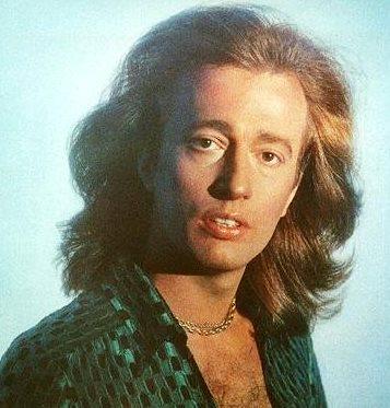 Foto de Robin Gibb con cabello teñido
