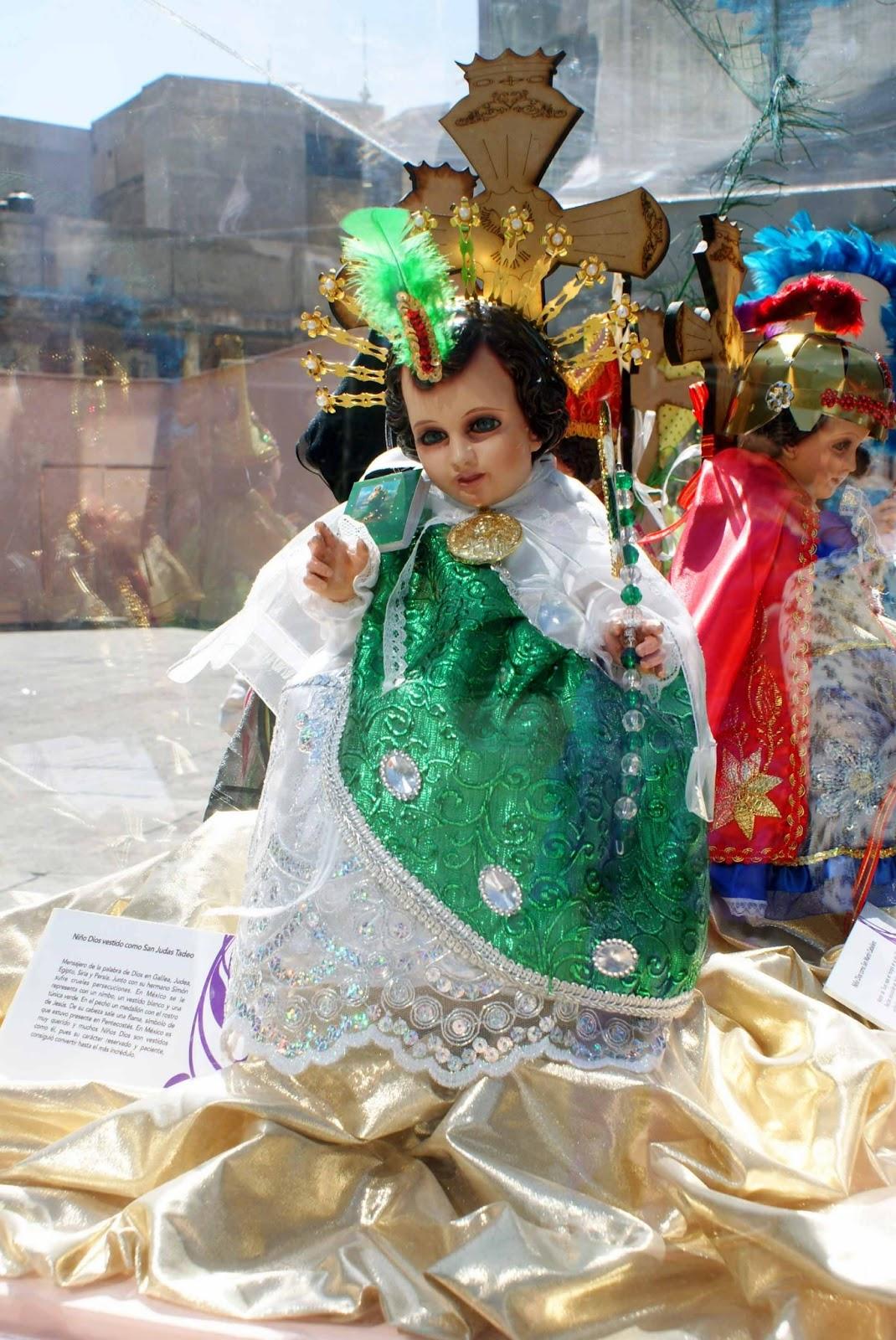 Se visten ni os dios atrio de san francisco caminando for Sillas para nino dios