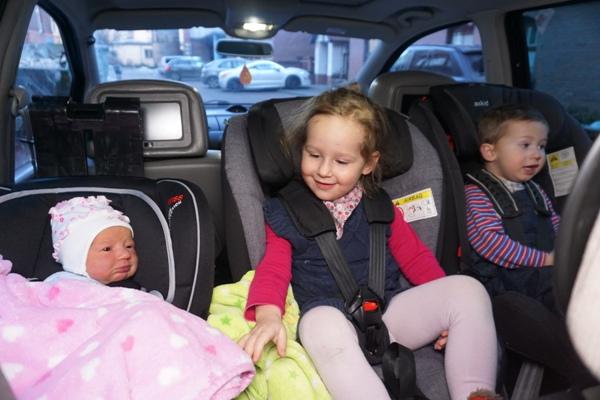 noworodek, klippan kiss 2, newborn, wyjście ze szpitala w foteliku, starszaki, 3rwf, ford galaxy, axkid kidzone, axkid rekid