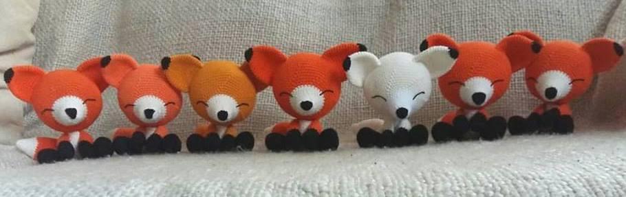 Вязаные лисы игрушки амигуруми крючком