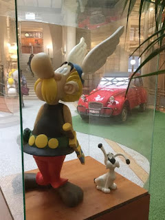 Pic of Asterix in glass box