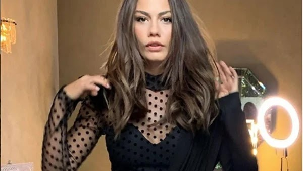 Demet Ozdemir with a winter look that shows off her elegance