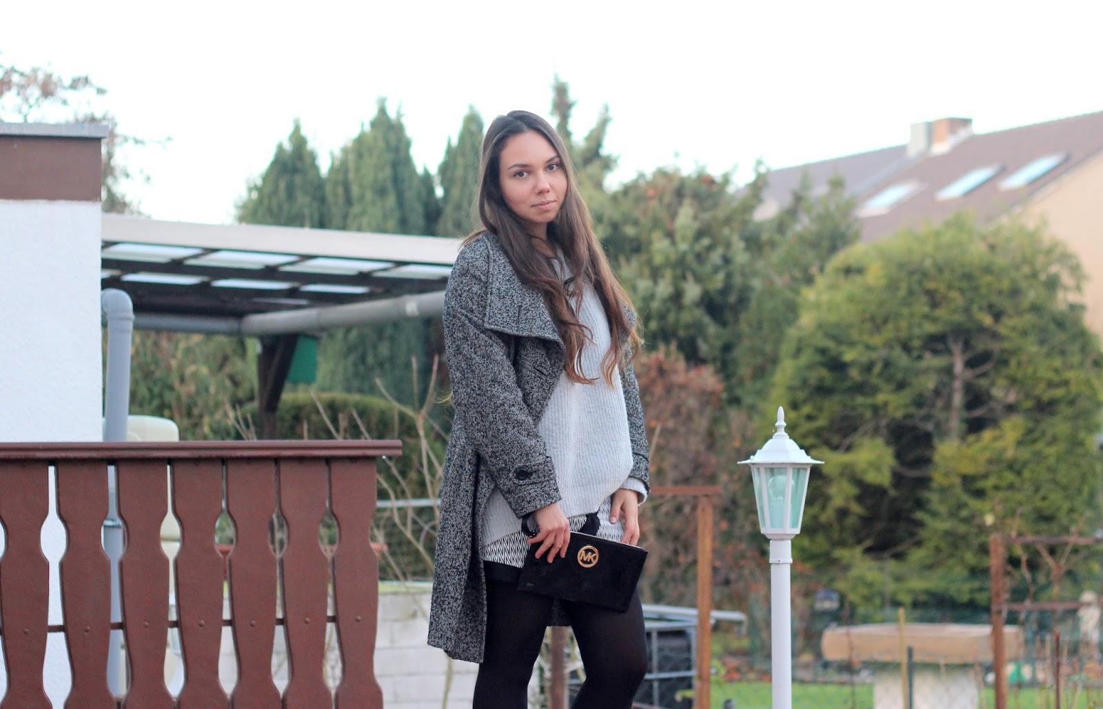 grauer pulli und mantel für winter