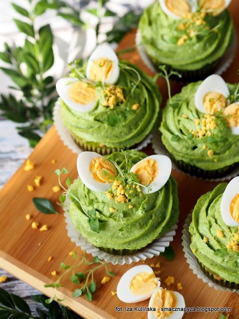 zielone babeczki, babeczki na majonezie, babeczki ze szpinakiem i groszkiem, szpinak, groszek zielony, wielkanoc, sniadanie wielkanocne, wielkanocny stol, wytrawne muffinki, zielono mi, wiosenne sniadanie, muffiny, majonez ketrzynski