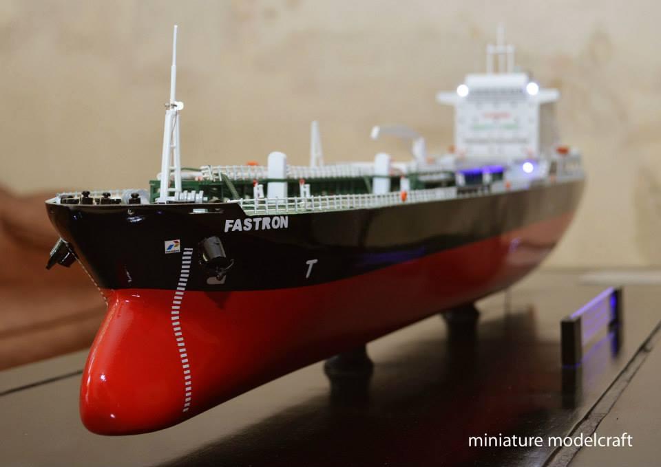 miniatur kapal tanker mt fastron milik pt pertamina jakarta indonesia planet kapal rumpun artwork