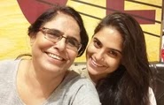 naina ganguly with her mother
