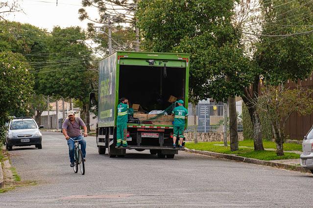 Caminhãi da coleta de lixo reciclável