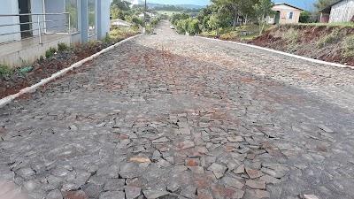 Obras de calçamento nas ruas de Cristal do Sul seguem em ritmo acelerado