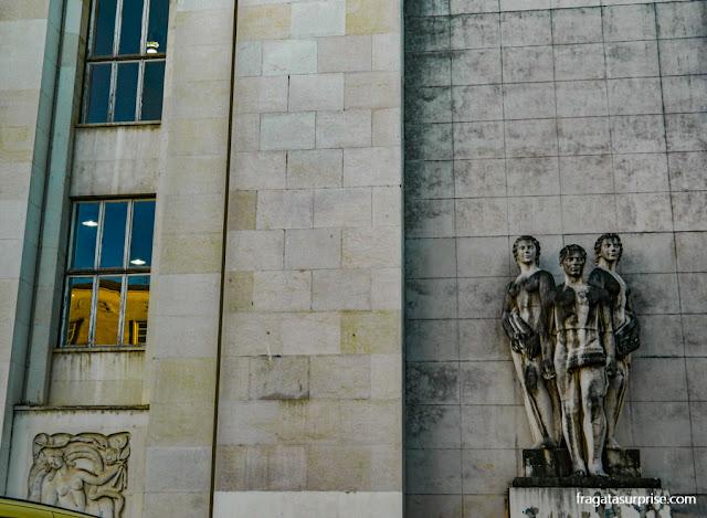 Fachada Art Déco do Departamento de Física da Universidade de Coimbra