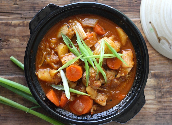 Easy Spicy Korean Chicken Stew by SeasonWithSpice.com