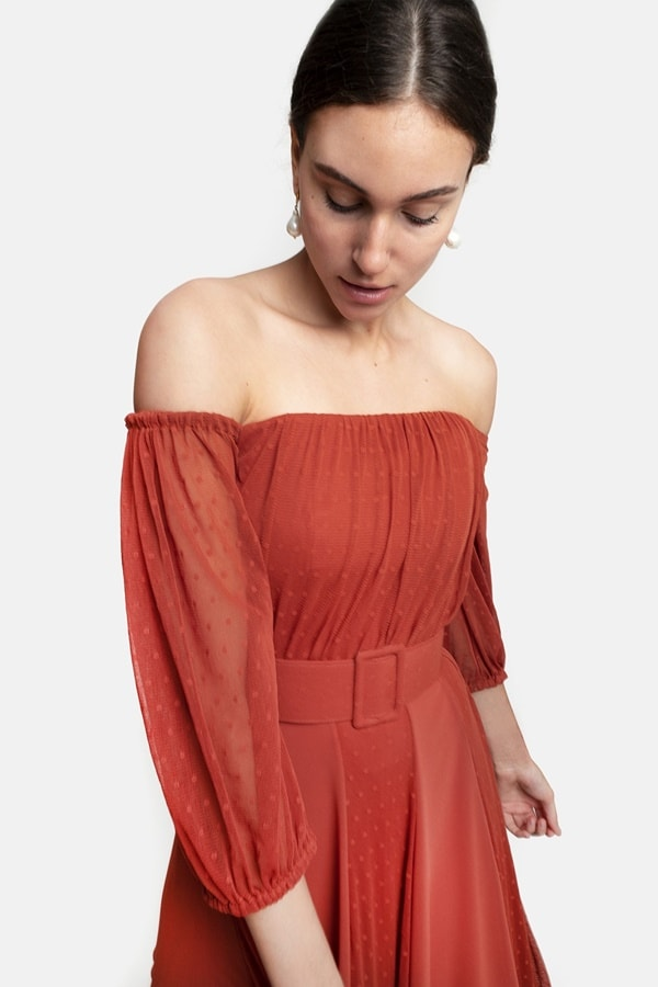 vestido longo em tule de poás cor tons terrosos