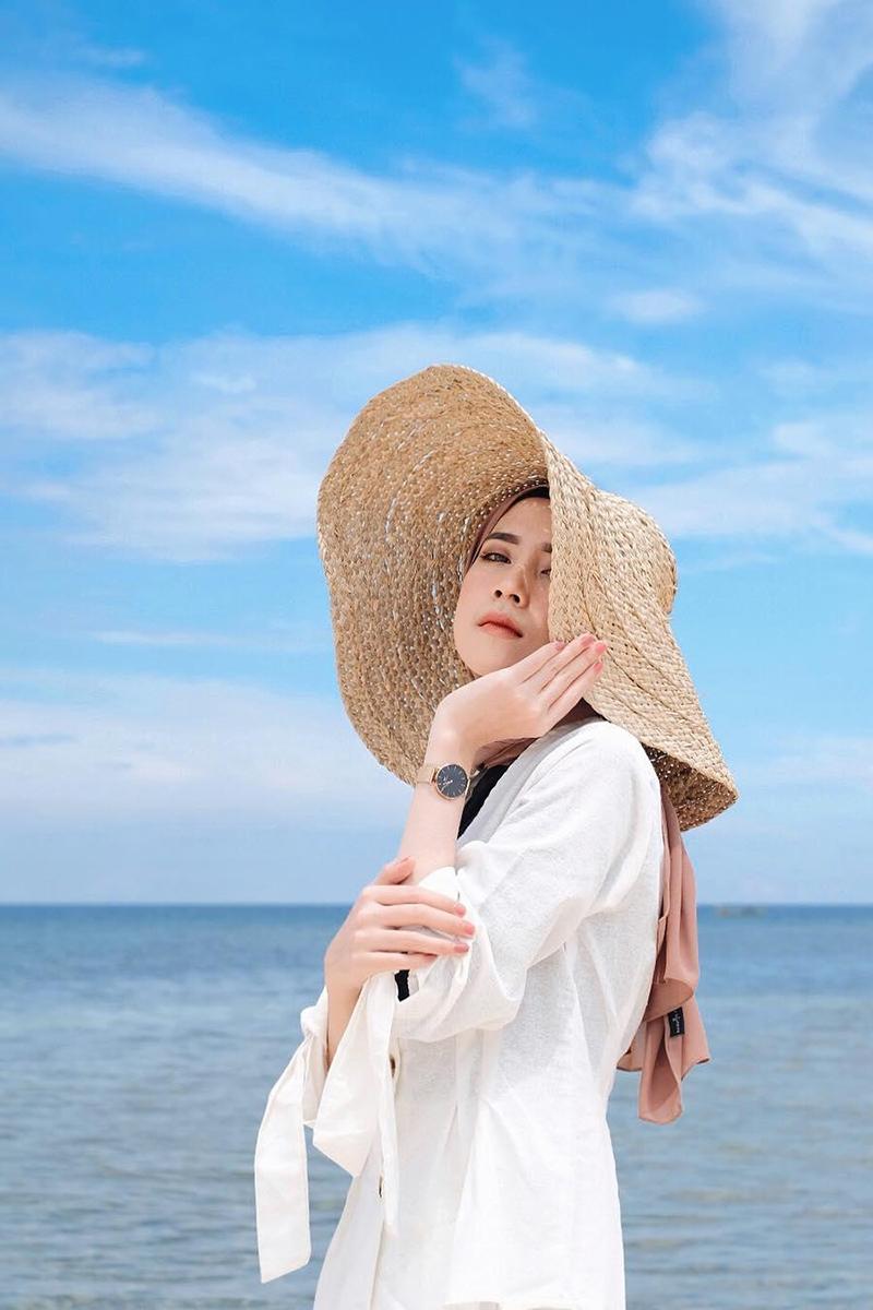 Gaya Foto Di Pantai Cewek HIjab manis dan seksi