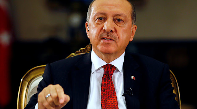 Erdogan demite mais 10 mil funcionários públicos e fecha 15 veículos de comunicação, quase todos em território curdo