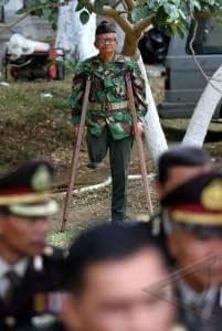 """Veteran : """"Ndak Apa, Kami Di Belakang Saja"""". Dengan Wajah Sendu - Commando"""