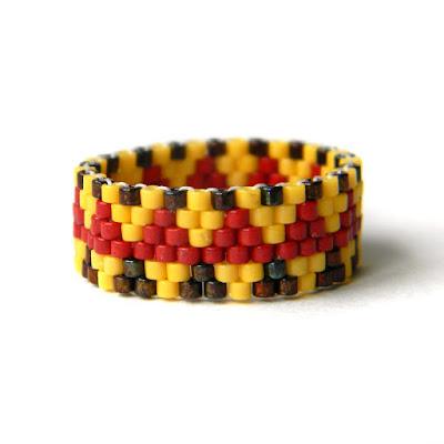 купить Яркое этническое украшение - кольцо из бисера ручной работы