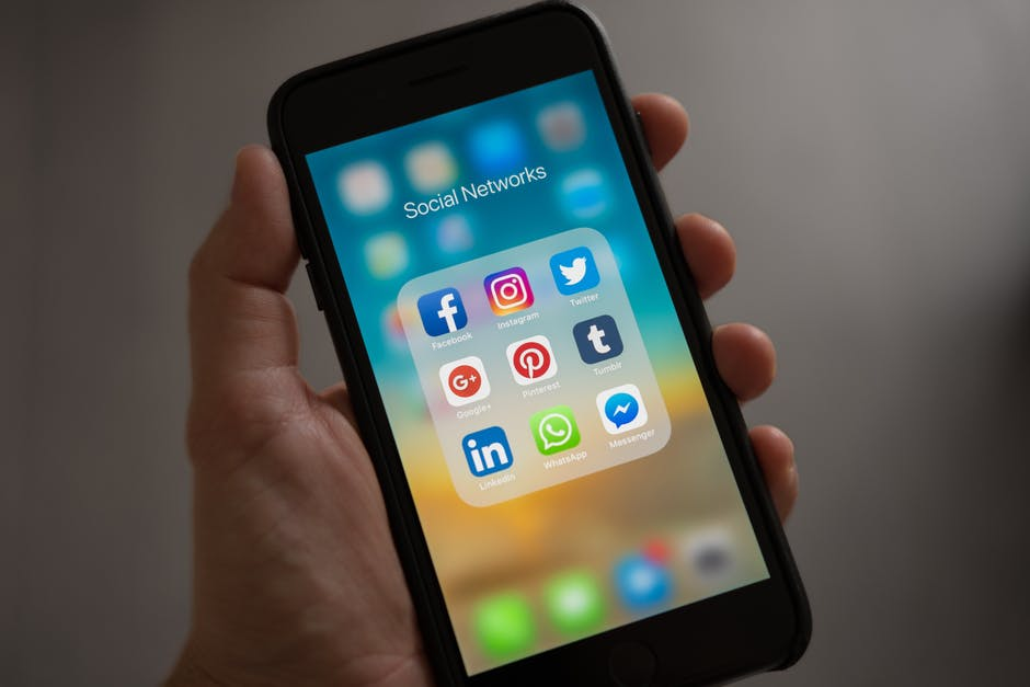 There Will be no Ban on, Facebook, WhatsApp, Twitter and Instagram in India from Today