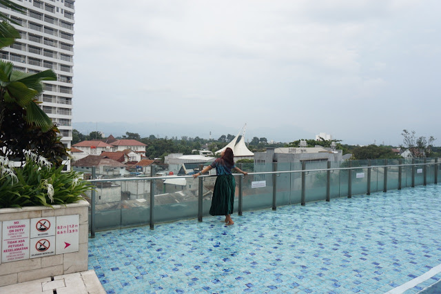 swimming pool crowne plaza bandung