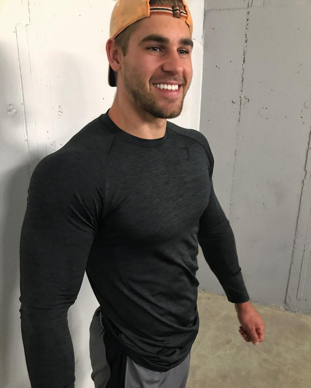 cute-beefy-dudes-smiling-strong-muscle-shirt-bro