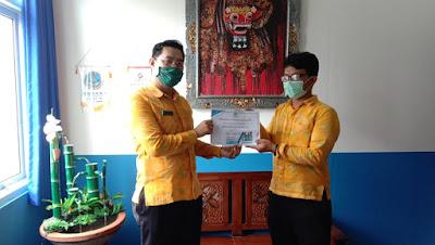 Raih Juara 1 Lomba Poster Pekan IUSTITIA V Universitas Udayana, Siswa SMK TI Bali Global Badung mendapat beasiswa dari sekolah