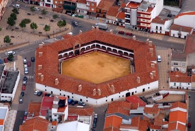 Resultado de imagen de plaza toros almaden