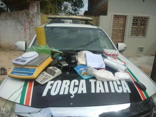 Laboratório de drogas em vila de casas abandonadas é fechado pela Polícia Militar em Fortaleza