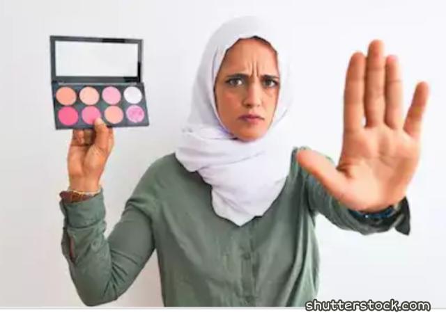 Sebagian besar perempuan menyukai makeup dan bahagia mencoba banyak sekali produk gres 3 Keadaan Ini Terlarang Gunakan Makeup, Alasannya?