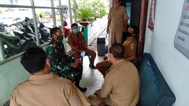 Dalam Rangka Meningkatak Kerjasama, Personel Jajaran Kodim 0208/Asahan Laksanakan Komsos Dengan Staf Kecamatan