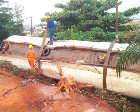truck falls off bridge lagos ibadan