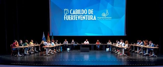 En Fuerteventura la modificación de las bases de las subvenciones para el sector del taxi se aprueba en Pleno por unanimidad