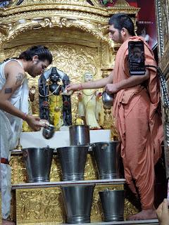 स्वामिनारायण मंदिर में अभिषेक की विशिष्ट परंपरा करीब 175 वर्ष पूर्व से सतत जारी